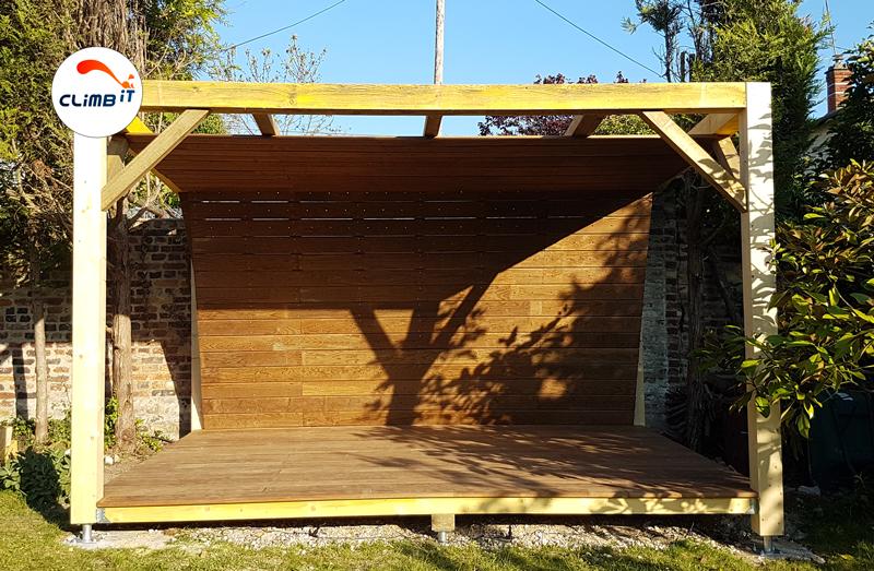 Mur-d-escalade-exterieur-jardin-CLIMB-IT-avec-terrasse-conception-et-construction-projet-Rueil-Malmaison-chantier-en-cours