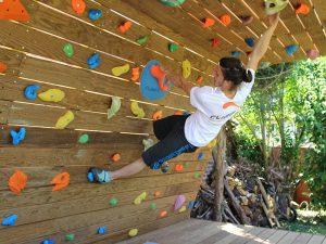 Mur-d-escalade-exterieur-realisation-CLIMB-IT-escalade-factory-modele-Sequoia-avec-toit-et-terrasse. Grimper en plein air-ACTU