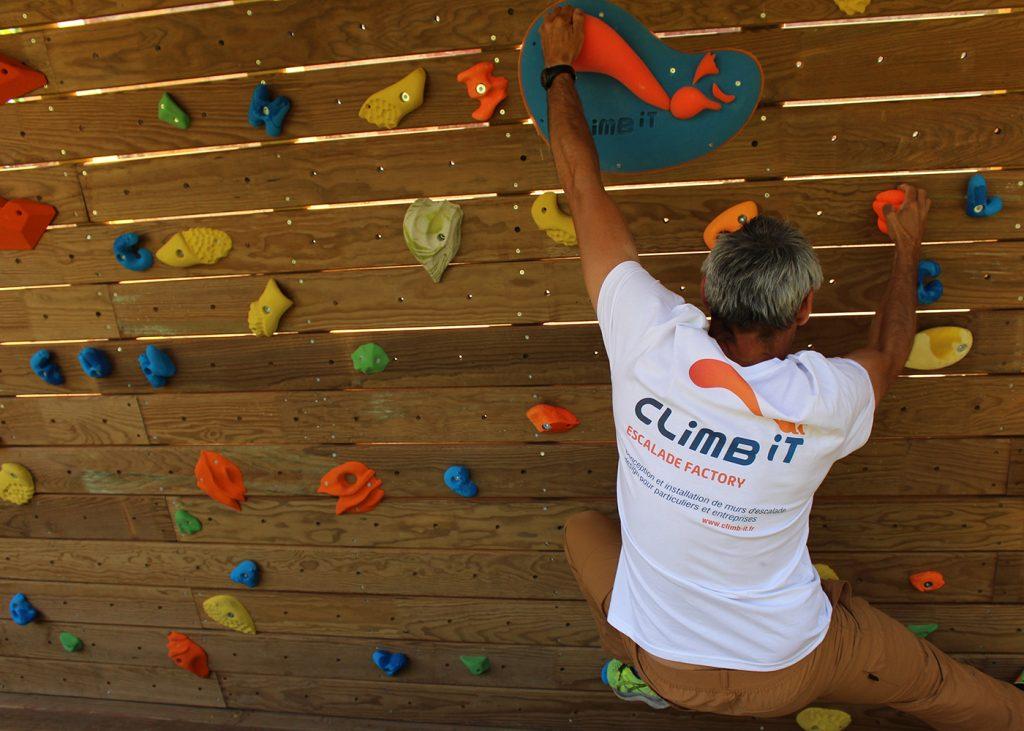 Murs d'escalade et SEA pour particuliers et entreprises CLIMB IT escalade factory Magasin d'accessoires, prises, textiles