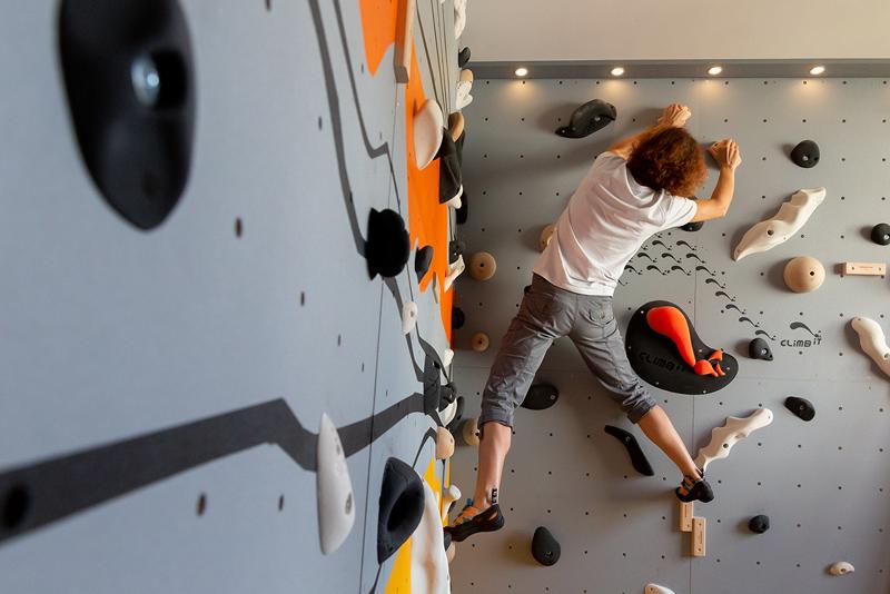 Club Suresnes Escalade teste les murs d'escalade CLIMB IT. Conception et intallation CLIMB IT Escalade factory.2