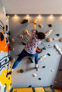 Club Suresnes Escalade teste les murs d'escalade CLIMB IT. Conception et intallation CLIMB IT Escalade factory.6