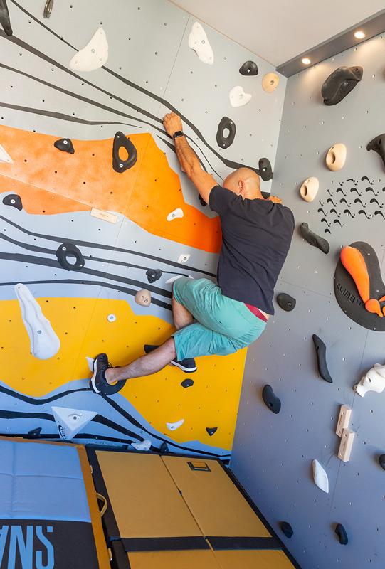Club Suresnes Escalade teste les murs d'escalade CLIMB IT. Conception et intallation CLIMB IT Escalade factory.4