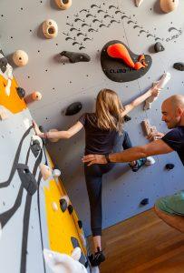 Club Suresnes Escalade teste les murs d'escalade CLIMB IT. Conception et intallation CLIMB IT Escalade factory.5