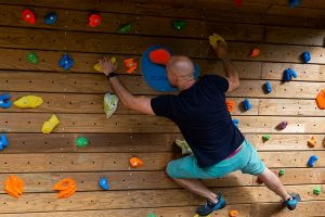 Club-Suresnes-escalade-teste-mur-d-escalade-CLIMB-IT-exterieur-3