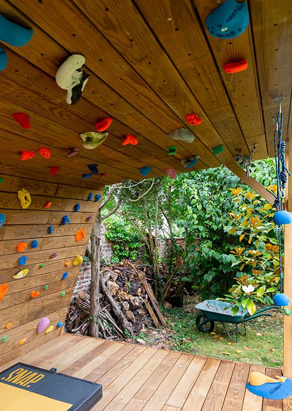 Mur-d-escalade-exterieur-realisation-CLIMB-IT-escalade-factory-modele-Sequoia-avec-toit-et-terrasse en bois Profil