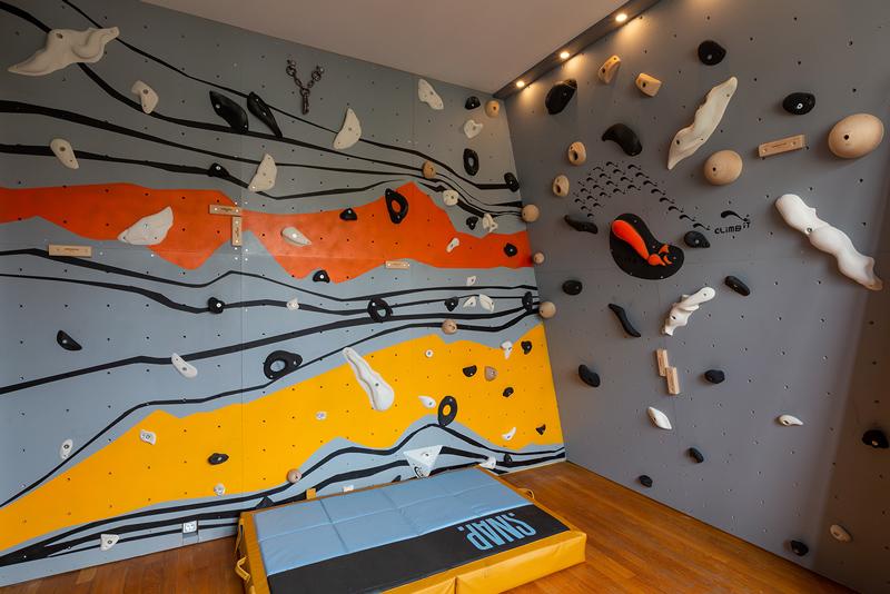 Mur-d-escalade-interieur-chambre-conception-installation-CLIMB-IT-escalade-factory-decor-original-Colorado avec crashpad