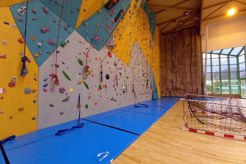 Tapis de réception d'escalade sur mesure par Climb it Escalade Factory pour le mur d'escalade difficulté du centre sportif Cany-Barville