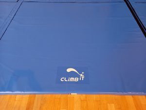 Tapis de réception d'escalade sur mesure par Climb it Escalade Factory - Marquage logo Climb it