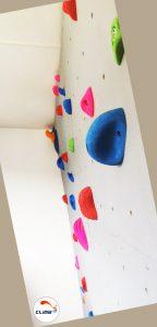 Construction d'un mur d'escalade intérieur Climb it Colorado avec un dévers de 10°. Détail du dévers du mur d'escalade, chez un particulier