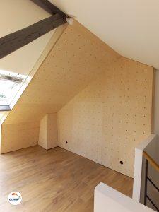 Construction d'mur d'escalade intérieur CLIMB IT, pan de bloc sous combles et vertical dans une maison privée