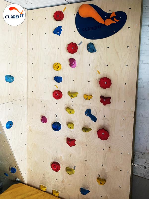 Construction d'un mur d'escalade dans une maison particulier : Conception par Climb it Escalade factory, pan escalade pour enfants